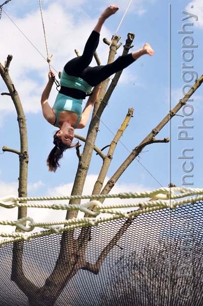 EXPRESS FEATURES : TRAPEZE SCHOOL